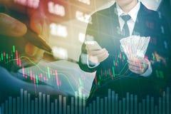 Λογαριασμοί αμερικανικών δολαρίων χρημάτων εκμετάλλευσης επιχειρηματιών στο ψηφιακό απόθεμα marke Στοκ Εικόνα