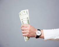 Λογαριασμοί εκμετάλλευσης χεριών επιχειρηματιών του αμερικανικού δολαρίου Στοκ Φωτογραφία