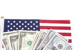 Λογαριασμοί δολαρίων στη αμερικανική σημαία Στοκ εικόνες με δικαίωμα ελεύθερης χρήσης