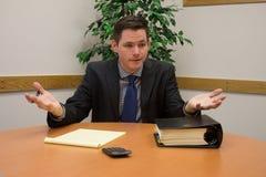 Λογιστής στο κοστούμι Gesturing στη συνεδρίαση Στοκ φωτογραφία με δικαίωμα ελεύθερης χρήσης