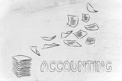 Λογιστικές διαδικασίες: σχέδιο με το πέταγμα επιχειρησιακών εγγράφων Στοκ Φωτογραφία
