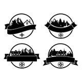 Λογότυπα και ετικέτες διακριτικών στρατόπεδων περιπετειών για οποιαδήποτε χρήση απεικόνιση αποθεμάτων