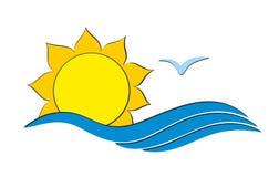 Λογότυπο ήλιων με τη θάλασσα Στοκ Εικόνες