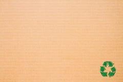 Λογότυπο ανακύκλωσης σε καφετί χαρτί Στοκ Φωτογραφία