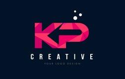 Λογότυπο επιστολών της KP Κ Π με την πορφυρή χαμηλή πολυ ρόδινη έννοια τριγώνων διανυσματική απεικόνιση