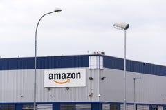 Λογότυπο επιχείρησης ηλεκτρονικού εμπορίου του Αμαζονίου στις διοικητικές μέριμνες που χτίζουν στις 12 Μαρτίου 2017 μέσα Dobroviz Στοκ φωτογραφία με δικαίωμα ελεύθερης χρήσης