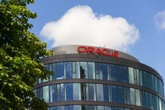 Λογότυπο επιχείρησης της Oracle στην έδρα που χτίζει στις 18 Ιουνίου 2016 μέσα την Πράγα, Τσεχία Στοκ φωτογραφία με δικαίωμα ελεύθερης χρήσης
