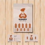 Λογότυπο και επαγγελματική κάρτα αρτοποιείων Χαμογελώντας αρτοποιός με το ψωμί Στοκ φωτογραφία με δικαίωμα ελεύθερης χρήσης