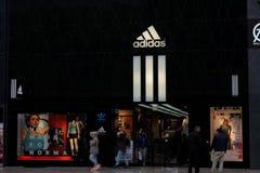 Λογότυπο καταστημάτων της Adidas στη Φρανκφούρτη στοκ εικόνες