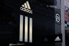 Λογότυπο καταστημάτων της Adidas στη Φρανκφούρτη στοκ φωτογραφία