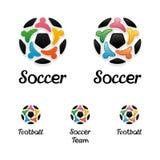 Λογότυπο με μια σφαίρα ποδοσφαίρου και ενωμένα εικονίδια ανθρώπων Στοκ Εικόνες
