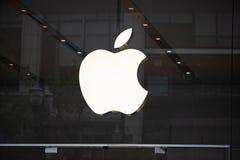 Λογότυπο σημαδιών καταστημάτων επιχείρησης της Apple στοκ φωτογραφίες