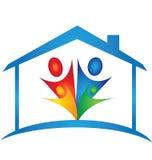 Λογότυπο σπιτιών και οικογενειών Στοκ φωτογραφία με δικαίωμα ελεύθερης χρήσης