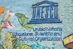 Λογότυπο της ΟΥΝΕΣΚΟ στο μακρύτερο τοίχο μωσαϊκών στον κόσμο. Στοκ Εικόνες