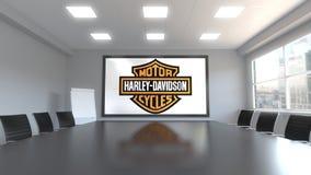 Λογότυπο της Harley-Davidson στην οθόνη σε μια αίθουσα συνεδριάσεων Εκδοτική τρισδιάστατη απόδοση διανυσματική απεικόνιση