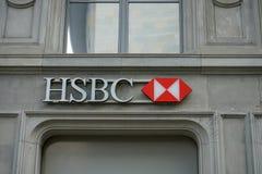 Λογότυπο της HSBC στο κτήριο σε Paradeplatz στη Ζυρίχη Ελβετία, 17 06 2018 στοκ φωτογραφία με δικαίωμα ελεύθερης χρήσης