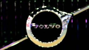 Λογότυπο της VOLVO στο αυτοκίνητο φιλμ μικρού μήκους