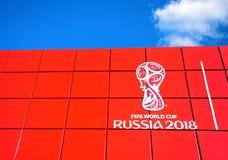 Λογότυπο του Παγκόσμιου Κυπέλλου Ρωσία 2018 της FIFA στον ουρανό Στοκ Φωτογραφίες