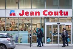 Λογότυπο του Jean Coutu Pharmacie στο κύριο κατάστημά τους για το Μόντρεαλ στοκ εικόνα