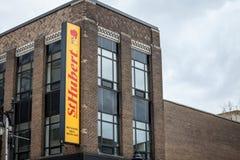 Λογότυπο του ST Hubert, μπροστά από το τοπικό εστιατόριό τους στο Μόντρεαλ, Κεμπέκ στοκ φωτογραφίες
