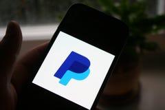 Λογότυπο app Paypal στην τηλεφωνική οθόνη της Samsung στοκ εικόνα με δικαίωμα ελεύθερης χρήσης
