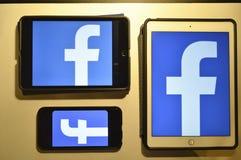 Λογότυπο Facebook στα προϊόντα της Apple Στοκ Εικόνες