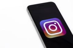 Λογότυπο Instagram στο iPhone της Apple 6s Το Instagram είναι μεγαλύτερο και μ Στοκ φωτογραφία με δικαίωμα ελεύθερης χρήσης