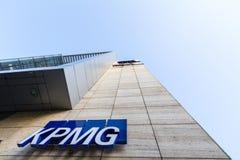 Λογότυπο KPMG στο κύριο γραφείο τους για τη Σερβία σε Βελιγράδι, σε ένα εμπορικό κέντρο KPMG είναι μια από τις κύριες εταιρίες λο στοκ εικόνες με δικαίωμα ελεύθερης χρήσης