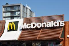 Λογότυπο McDonalds σε ένα κτήριο Στοκ Εικόνες