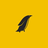 Λογότυπο Penguin Ελάχιστο ορισμένο λογότυπο επίσης corel σύρετε το διάνυσμα απεικόνισης Στοκ Εικόνα