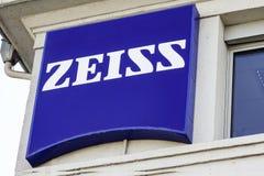 Λογότυπο Zeiss στην πρόσοψη στοκ εικόνες