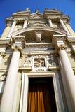 Λομβαρδία στο παλαιό κλειστό εκκλησία sidewa πύργων τούβλου arsizio Στοκ Εικόνες