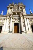 Λομβαρδία στο παλαιό πεζοδρόμιο Ιταλία εκκλησιών arsizio busto Στοκ Εικόνες