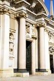 Λομβαρδία το παλαιό κλειστό εκκλησία τούβλο Ιταλία arsizio busto Στοκ Φωτογραφία