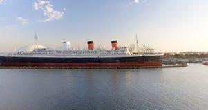 ΛΟΝΓΚ ΜΠΙΤΣ, ΑΣΒΈΣΤΙΟ - 1 ΑΥΓΟΎΣΤΟΥ 2017: Το RMS βασίλισσα Mary είναι το ωκεάνιο lin Στοκ φωτογραφίες με δικαίωμα ελεύθερης χρήσης