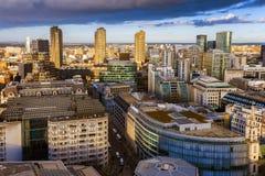 Λονδίνο, Αγγλία - εναέρια άποψη οριζόντων της περιοχής τραπεζών του Λονδίνου και του Barbican Στοκ Εικόνες