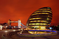 Λονδίνο Δημαρχείο/γέφυρα πύργων Στοκ Εικόνες