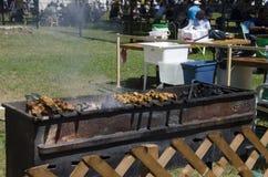 Λονδίνο Οντάριο, Καναδάς - 10 Ιουλίου 2016: Οβελίδιο κρέατος Coocking για Στοκ Φωτογραφίες