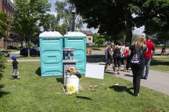 Λονδίνο Οντάριο, Καναδάς - 10 Ιουλίου 2016: Παιδιά που περιμένουν με το θόριο Στοκ φωτογραφίες με δικαίωμα ελεύθερης χρήσης