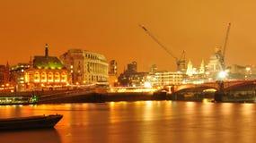 Λονδίνο τή νύχτα στοκ φωτογραφία με δικαίωμα ελεύθερης χρήσης