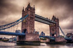 Λονδίνο, το Ηνωμένο Βασίλειο: Γέφυρα πύργων στον ποταμό Τάμεσης Στοκ φωτογραφίες με δικαίωμα ελεύθερης χρήσης