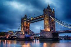 Λονδίνο, το Ηνωμένο Βασίλειο: Γέφυρα πύργων στον ποταμό Τάμεσης Στοκ εικόνες με δικαίωμα ελεύθερης χρήσης