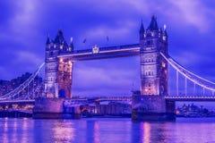 Λονδίνο, το Ηνωμένο Βασίλειο: Γέφυρα πύργων στον ποταμό Τάμεσης Στοκ εικόνα με δικαίωμα ελεύθερης χρήσης