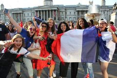 Λονδίνο, UK: 15/7/2018 - οι γαλλικοί οπαδοί ποδοσφαίρου της Γαλλίας γιορτάζουν το Παγκόσμιο Κύπελλο νίκης Στοκ Εικόνες