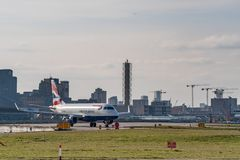 Λονδίνο, UK - 17, το Φεβρουάριο του 2019: Το BA CityFlyer μια εν πλήρη κυριότητα θυγατρική αερογραμμή της British Airways βάσισε  στοκ εικόνα με δικαίωμα ελεύθερης χρήσης
