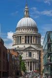 ΛΟΝΔΙΝΟ, ΑΓΓΛΙΑ - 15 ΙΟΥΝΊΟΥ 2016: Καταπληκτική άποψη του καθεδρικού ναού του ST Paul στο Λονδίνο, Αγγλία Στοκ Φωτογραφίες