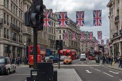 ΛΟΝΔΙΝΟ, ΑΓΓΛΙΑ - 16 ΙΟΥΝΊΟΥ 2016: Σύννεφα πέρα από την οδό αντιβασιλέων, Λονδίνο, Αγγλία, Μεγάλη Βρετανία Στοκ φωτογραφία με δικαίωμα ελεύθερης χρήσης