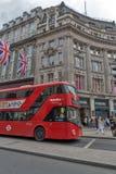 ΛΟΝΔΙΝΟ, ΑΓΓΛΙΑ - 16 ΙΟΥΝΊΟΥ 2016: Σύννεφα πέρα από την οδό αντιβασιλέων, πόλη του Λονδίνου, Αγγλία Στοκ Φωτογραφία