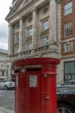 ΛΟΝΔΙΝΟ, ΑΓΓΛΙΑ - 16 ΙΟΥΝΊΟΥ 2016: Σύννεφα πέρα από την οδό αντιβασιλέων, πόλη του Λονδίνου, Αγγλία Στοκ Εικόνες