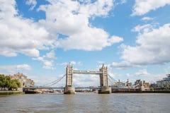 ΛΟΝΔΙΝΟ - 19 ΑΥΓΟΎΣΤΟΥ 2017: Γέφυρα πύργων στο Λονδίνο, το UK Άποψη φ Στοκ Εικόνα